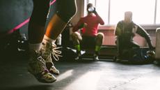 パンチやキックなど、格闘技の動きで全身の筋肉を使う有酸素プログラム!